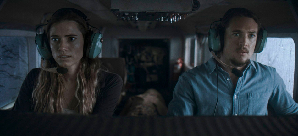 Horizon Line Trailer: We Have to Get Off This Plane – /Film